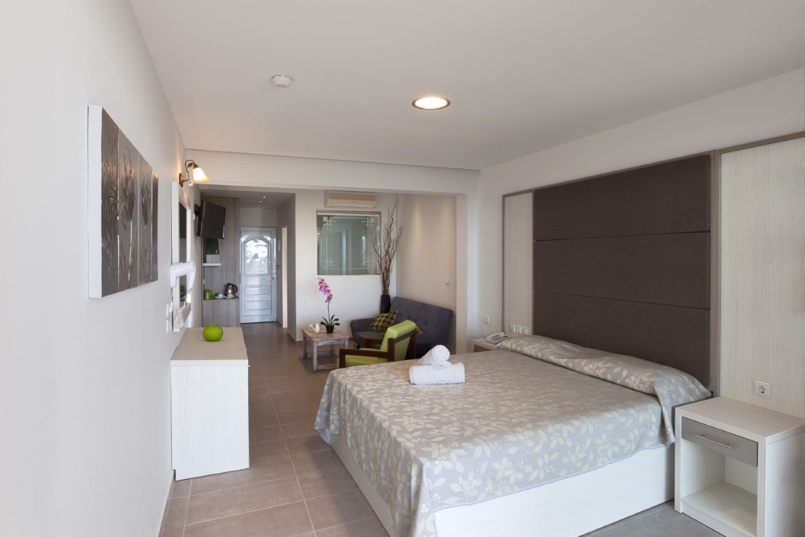 Deluxe room with outdoor whirpool (1)