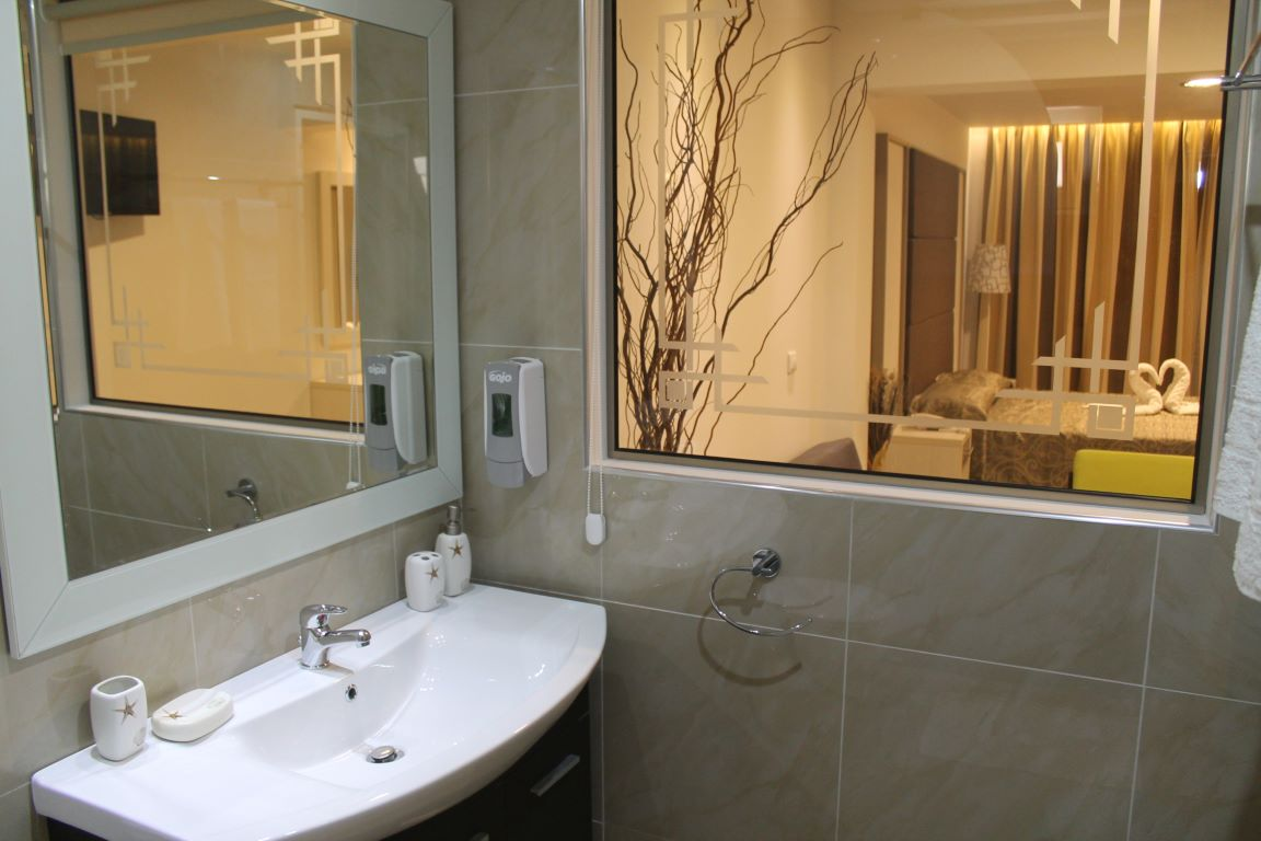 Deluxe room with outdoor whirpool (11)