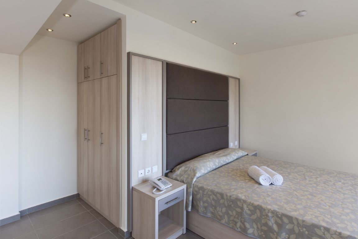 Deluxe room with outdoor whirpool (14)