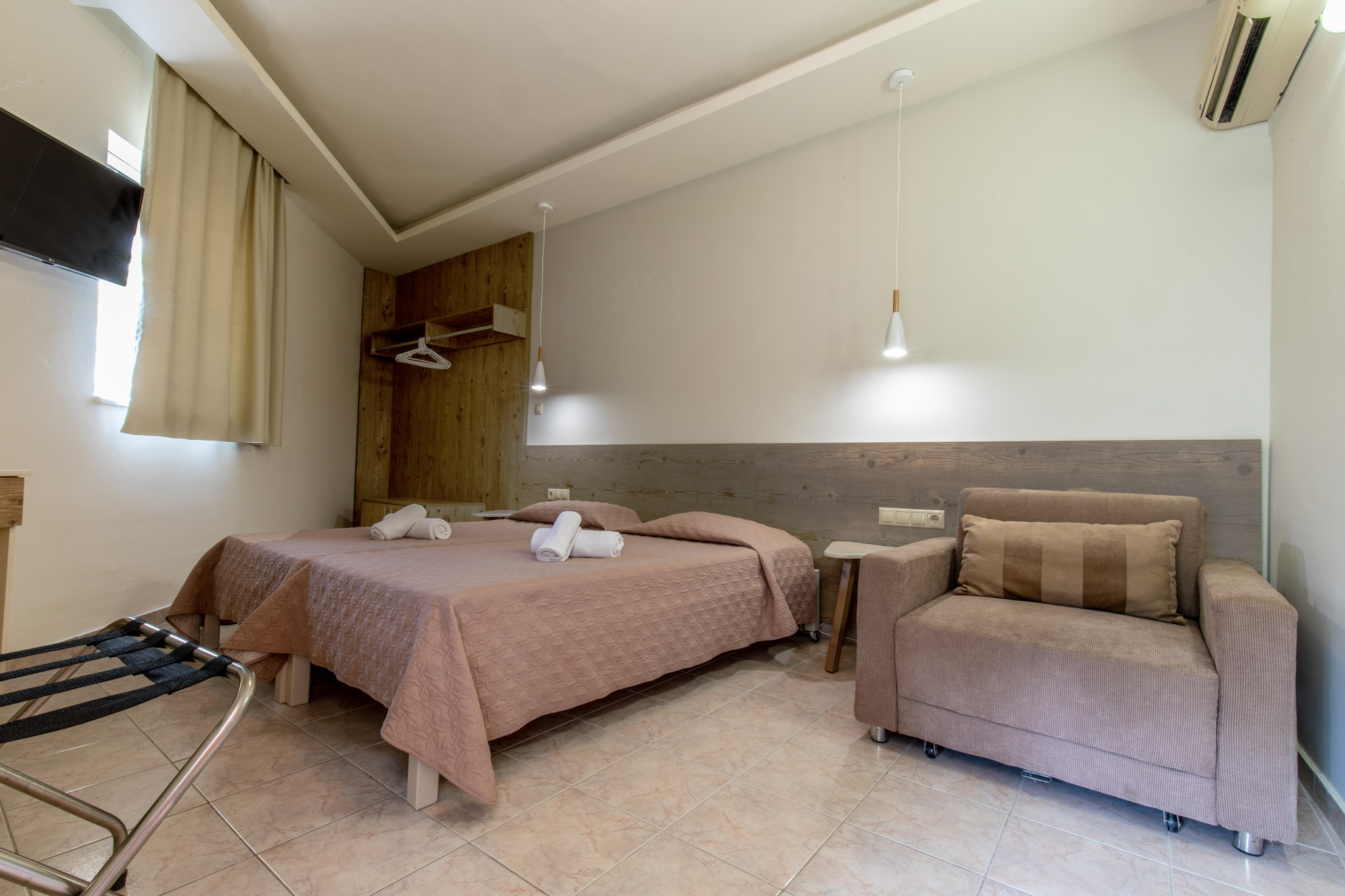 Family-Room-2-bedrooms-5
